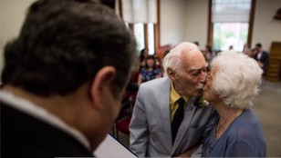 Miłość od pierwszego wejrzenia. Oboje mają prawie po 100 lat, postanowili wziąć ślub