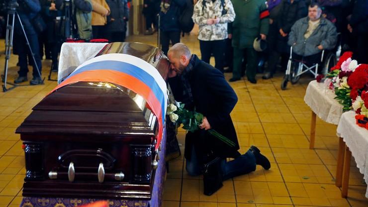 """""""Prosimy o wybaczenie, że nie uchroniliśmy kolegów przed śmiercią"""". Pochowano ofiary katastrofy Tu-154 nad Morzem Czarnym"""