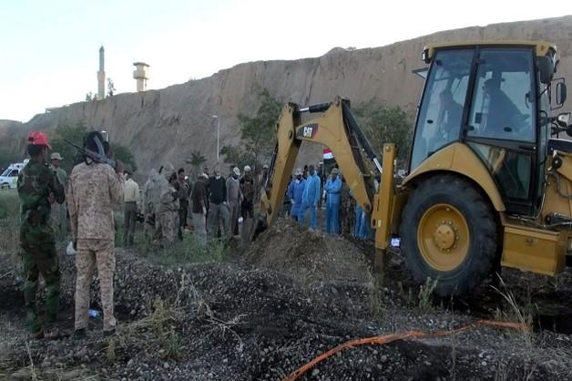Tikrit: rozpoczęto ekshumacje ze zbiorowych grobów