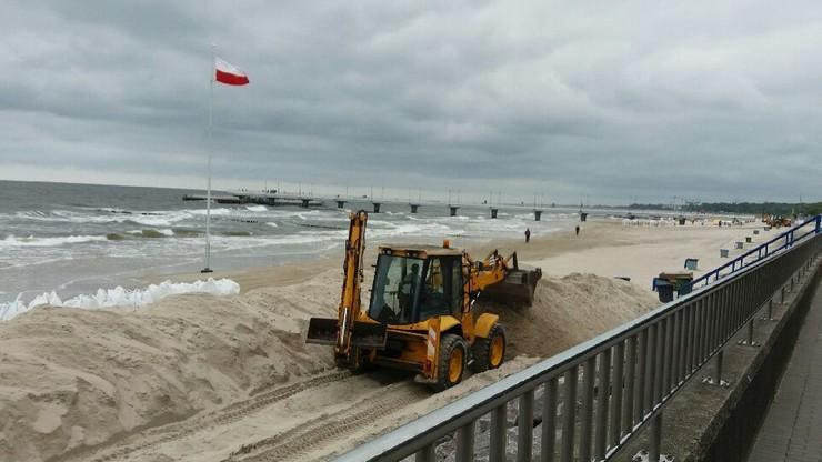 2017-06-14 Już nie ma dzikich plaż. Budują dyskotekę na plaży w Kołobrzegu