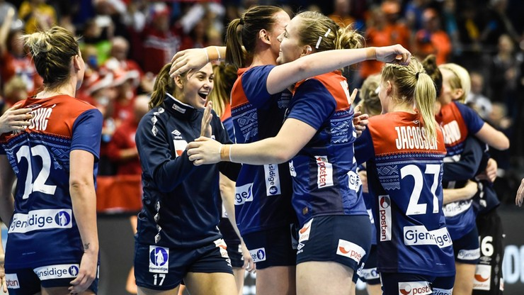 MŚ piłkarek ręcznych: Holandia i Norwegia uzupełniły grono półfinalistów