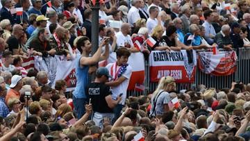 """06-07-2017 15:38 Odnotowuje się aplauz """"jak dla gwiazdy rocka"""". Komentarze zagraniczne po wizycie Trumpa"""
