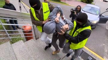 26-05-2017 10:31 Zarzut usiłowania zabójstwa dla Sebastiana K. Rozbitą butelką pociął twarze dwóch kobiet