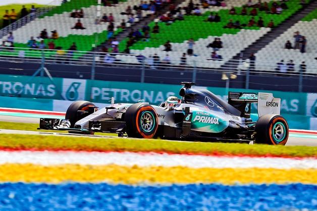Formuła 1: Hamilton wywalczył pole position w Malezji
