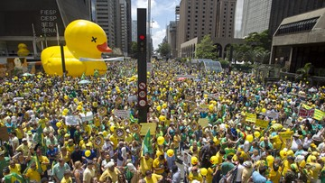 """14-12-2015 09:07 Brazylia: tłumy domagają się ustąpienia prezydenta. """"To tylko wstęp"""""""