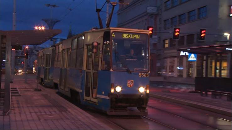 Wrocław: rodziny wielodzietne od dziś mogą jeździć komunikacją miejską za darmo