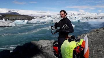 Rowerem dookoła Islandii. Samotna podróż Polaka dla niepełnosprawnych dzieci