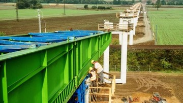 06-10-2016 16:37 500-tonowe elementy estakady na obwodnicy Kłodzka