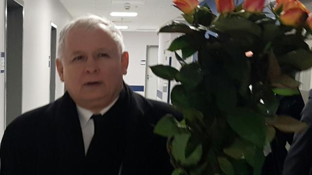 Prezes PiS odwiedził premier w szpitalu. Przyniósł bukiet róż
