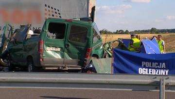23-08-2016 22:52 Lublin: 5 osób zginęło w zderzeniu busa z ciężarówką