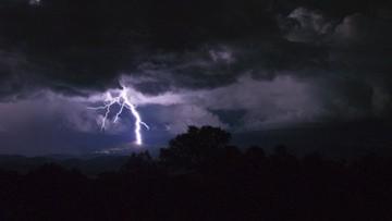 03-08-2017 08:50 Polska pogodowo podzielona. Na południu upał, na północy burze