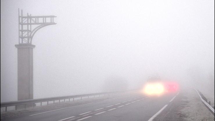Uwaga kierowcy - najbliższe poranki przyniosą gęste mgły i przymrozki
