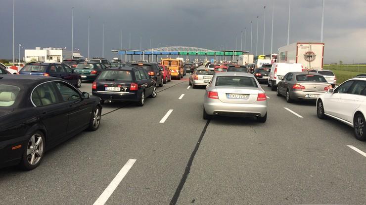 Szczyt majówkowych powrotów. Zakorkowana autostrada A2 przy bramkach przed Poznaniem