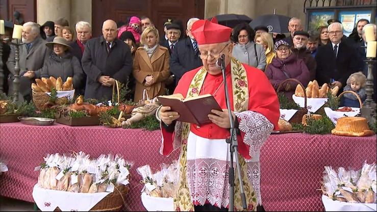 Tradycyjne święcenie pokarmów przed Bazyliką Mariacką w Krakowie