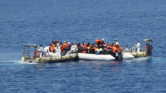 Tunezja: marynarka uratowała łódź z 350 migrantami