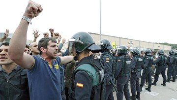 01-10-2017 22:35 Katalońskie grupy proniepodległościowe wzywają do przeprowadzenia strajku generalnego