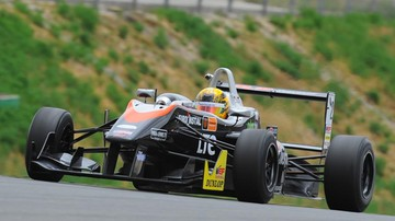 2015-11-21 Janosz dwunasty w drugim wyścigu GP3 w Bahrajnie