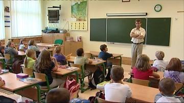 """""""Nie bójcie się myśleć i wyrażać własnych opinii"""" – Rzecznik Praw Dziecka napisał do uczniów"""