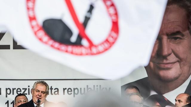 Prezydent Czech: Przeciwnicy przyjmowania uchodźców to nie rasiści