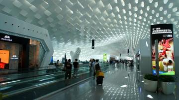 2016-09-26 Na lotnisku w Shenzhen bezpieczeństwa pilnują roboty