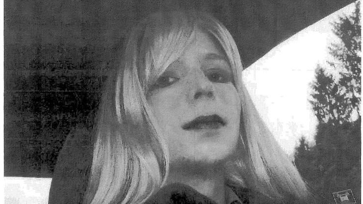 Transpłciowy żołnierz skazany na 35 lat więzienia za szpiegostwo wychodzi na wolność