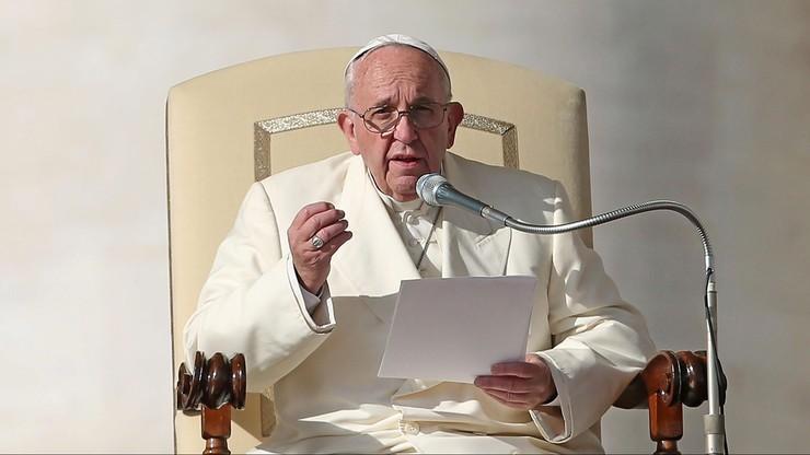 """""""Niech Bóg błogosławi Polskę"""" – papież Franciszek podczas audiencji generalnej"""