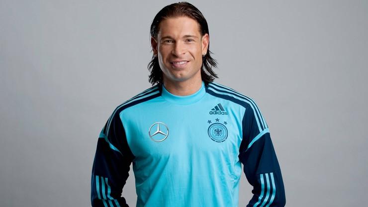 Jest legendą Werderu. Dziś jednak bardziej niż piłkarza, przypomina... Roberta Burneikę
