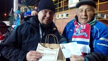 2017-03-20 94-letni kibic Podbeskidzia jechał za ukochanym klubem 600 km!
