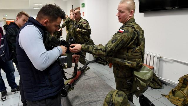 PO chce posiedzenia komisji obrony ws. mobbingu wobec kobiet w wojsku