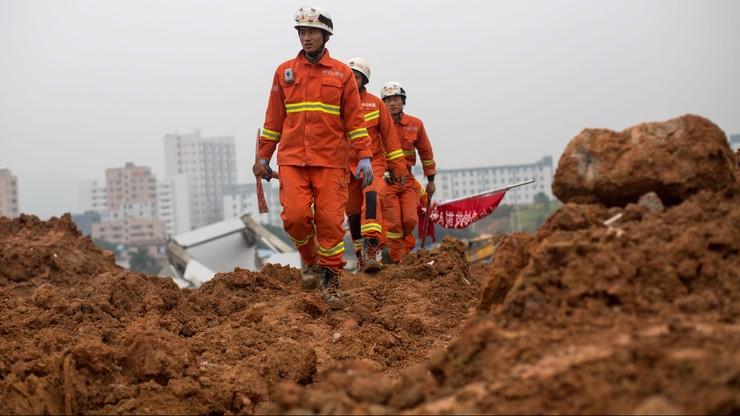 Chiny: runęły 22 budynki. W gruzach uwięzionych jest 27 osób