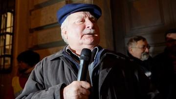 """23-11-2017 21:00 """"Nie zgadzam się z niszczeniem Polski"""". Wałęsa wziął udział w manifestacji w obronie sądów"""