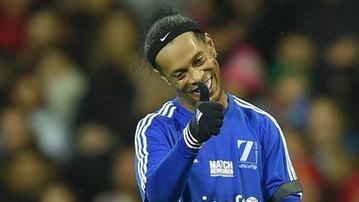 2017-12-11 Ronaldinho strzelił gola... z połowy boiska (WIDEO)