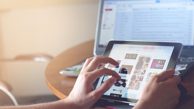 80 proc. nastolatków jest stale w sieci