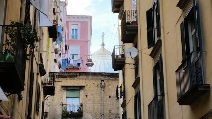 Arcybiskup Neapolu odda mieszkania biednym rodzinom