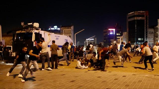 MSZ apeluje do Polaków w Ankarze i Stambule o zachowanie spokoju