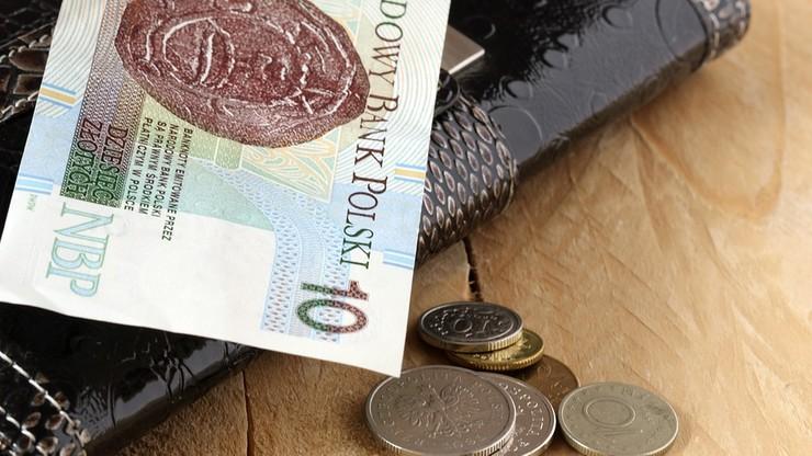 Tylko 29 z 681 sieci handlowych nie płaci regularnie