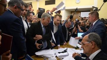 """""""Dziś jest czas na żałobę i pogrzeb"""". Burzliwe obrady komisji ws. SN. Poprawki PiS przyjęte w bloku, opozycji - odrzucone"""