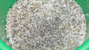 06-11-2016 12:36 Żwir do akwarium za 0,5 mln dolarów. Bo to diamenty były. Przemyt w Bobrownikach