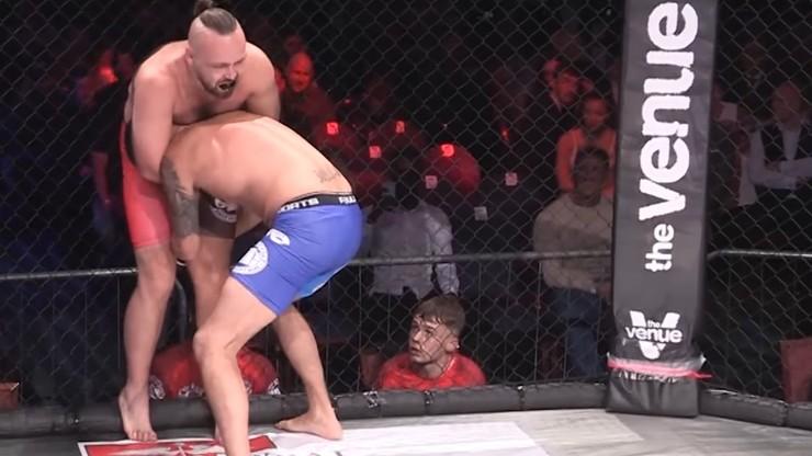 Niespotykane poddanie w MMA! Zawodnik prawie złamany w pół (WIDEO)