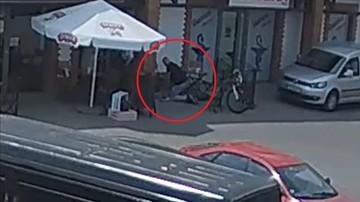 29-05-2017 18:28 Udana akcja reanimacyjna. Działania policjanta zarejestrowała kamera monitoringu