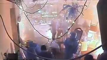Zdemolowany klub w Warszawie [NAGRANIE Z MONITORINGU]