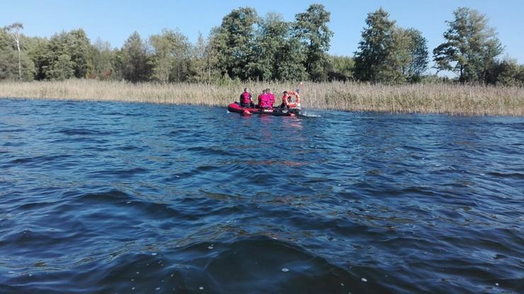 Wywrotka na jeziorze w Wielkopolsce. Strażacy znaleźli pusty kajak, szukają mężczyzny