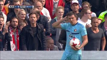 2017-04-02 Prowokacje w hicie! Piłkarz Feyenoordu zaatakował kibiców Ajaksu (WIDEO)