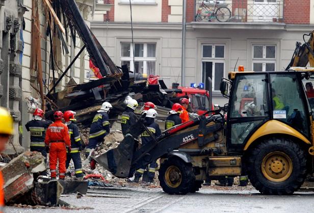 Katowice: akcja na gruzowisku kamienicy potrwa wiele godzin