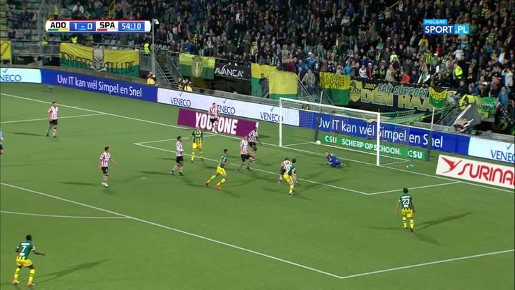 Niesamowita akcja w Holandii! Bramkarz obronił cztery strzały w kilka sekund
