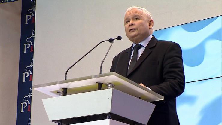 """""""Ograniczają moje prawa do odwiedzania grobu brata"""". Szef PiS rozważa pozwy wobec zakłócających wizyty na Wawelu"""