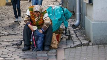 Spada skrajne ubóstwo w Polsce. W dużej mierze to zasługa 500 plus