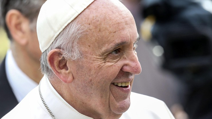Papież Franciszek z rekordowo wysokim zaufaniem. Kościół z rekordowo niskim