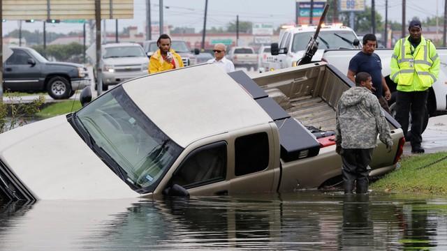 Huragan Harvey nie odpuszcza. Gubernator Teksasu: oczekujemy dalszych obfitych opadów deszczu