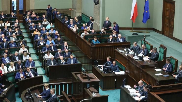CBOS: 30 proc. badanych pozytywnie ocenia pracę Sejmu, 54 proc. - prezydenta